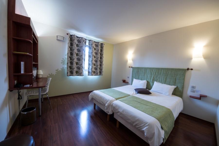 L 39 h tel chartres r servation de votre chambre for Chambre hotel reservation